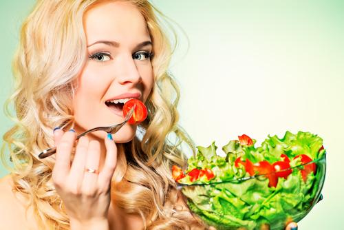 woman-eating-salad-bowl